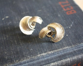Vintage Gold Swirl Clip On Earrings