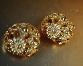 Glamour vintage 60s gold tone metal , filigree with a flowers design, round clip on earrings. Made by Lucien Piccard.