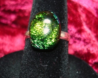 Green Sparkly Dichroic Glass Cab Ring - R100