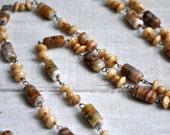 Vintage Flapper Length Speckled Venetian Art Glass Bead Necklace Dainty Wire Links Buff Beige Tan