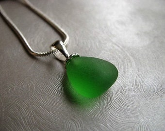 Tiny Gumdrop Sea Glass Pendant - Kelly Green Sea Glass - Beach Glass Jewelry