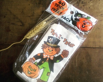 Vintage Trick or Treat Goodie Bags from 1981, Original Packaging, Unopened, Scarecrow and Jack o Lantern, 40 Small Candy Favor Party Bags