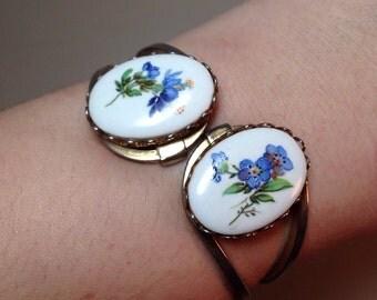 Vintage Hinged Bracelet with Blue Floral Pattern Flower Cabochon