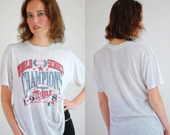 SALE SALE WORLD Series Tee Vintage 1987 Minnesota Twins World Series Champions Paper Thin Jersey Made in the Usa T Shirt (m l)