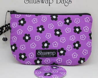 Black and White Daisies on Purple Wristlet and Mirror Set