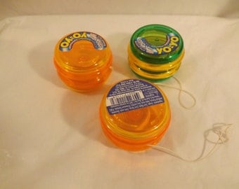 FREE SHIPPING collection of yoyos three total yo yos toys (Vault A)
