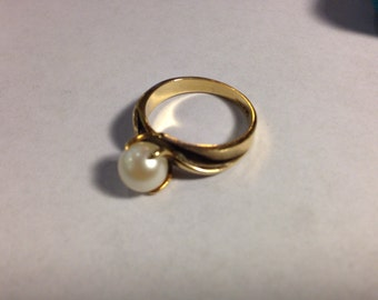14K Gold Ring with Pearl size 8