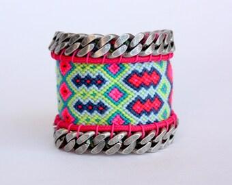 MASHURAHU wayuu neon pink bracelet decorated with silver brass chains