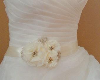 Bridal Sash Belt , Crystal wedding sash , Crystal sash , Beaded Sash, Rhinestone Bridal Sash, Flower Sash
