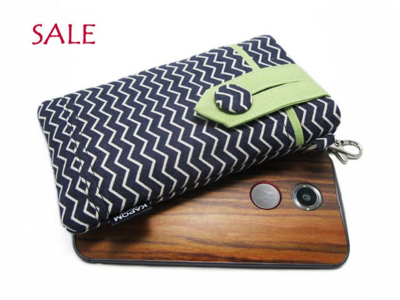 SALE - Ready to ship > Zig Zag phone pouch, Moto x case holder, Samsung Galaxy s5 case, Small fabric cell phone bag - Black & White Chevron