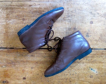 Brown Lace Up Leather Ankle Boots 90s Vintage Leather Booties Boho Pippi Boots Women's Grunge Booties PLAID Lined Fall Boots Size 8.5 Dells