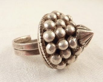 Size 8 Vintage Sterling Chunky Beaded Pointy Indian Tribal Ring