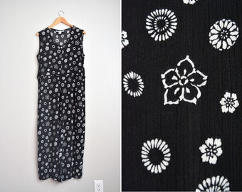 20 DOLLAR SALE! // Size S/M // RAYON Printed Jumpsuit // Black & White - Floral Print - Sleeveless - Layered - Vintage '90s.
