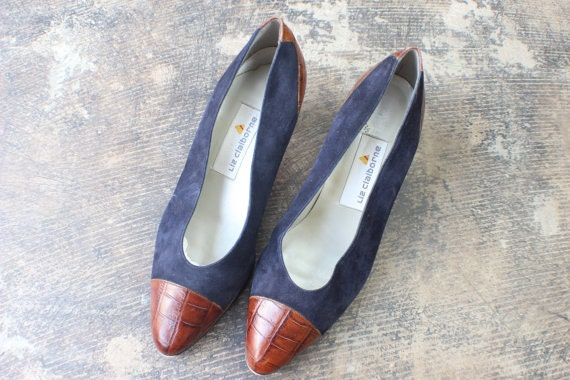 Size 8 Navy Heels / Vintage 90's Shoes / Chunky Square Heel Suede and Leather Pumps