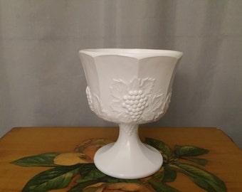 Milkglass Pedestal Bowl Grapes Leaf Stem Wine Vine Milk Glass Vintage Shabby Chic Country Living