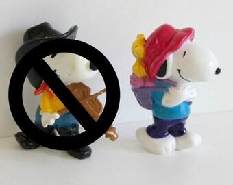 Snoopy & Woodstock figurine,peanut figurine,Woodstock,Snoopy with Woodstock,Snoopy carrying Woodstock,Woodstock on Snoopy's backpack,