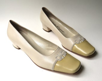 vintage Ferragamo Beige and Golden Mustard Yellow Leather Pumps with Embroidered Details / Salvatore Ferragamo Boutique / made in Italy