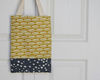 Basic Tote Bag in Yellow and Navy