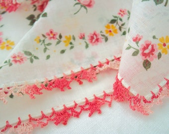 vintage hankie -sweet red and pink Roses - crochet lace edging