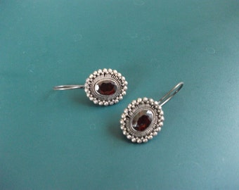 Vintage Sterling Silver 925 Carnelian Or Ruby Red Stone Pierced Earrings