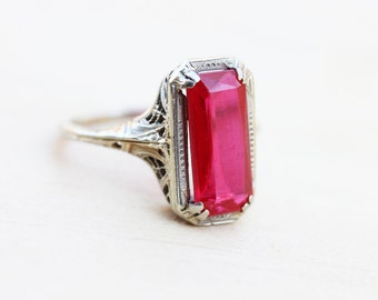 18K White Gold Red Ring - Size 5.5
