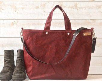 Waxed canvas tote / Carry all Leather bag Diaper bag / Messenger bag / Work bag / Leather straps /Travel bag /Zipper / Bordeaux