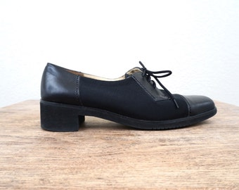 vintage FERRAGAMO black LACE up oxfords, size 7
