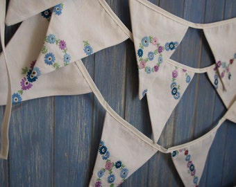 Vintage Tablecloth Bunting. Embroidered Bunting. Wedding Bunting. This strand is 4m long.