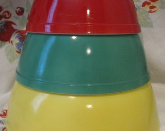 REDUCED Vintage Pyrex Primary Colors Nesting Mixing Bowl SET Yellow 404 Green 403 Red 402 NICE