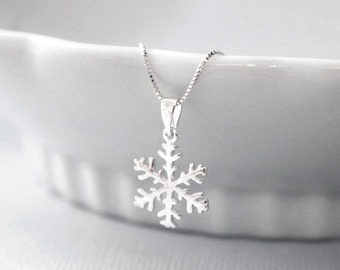 Winter Necklace. Snowflake Necklace, Sterling Silver Snowflake Pendant on Sterling Silver Necklace Chain, Bridesmaid Necklace, Gift for Her