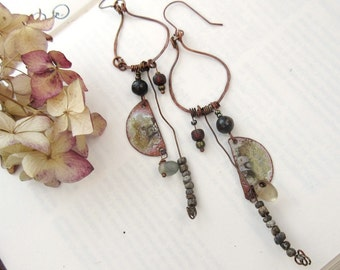 At The Bottom Of Our Memories: primitive earrings, urban and chic .....