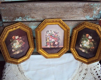Vintage Italian Florentine Pictures Set Wall Hanging Wood Frames Made in Italy Gold gilt Frame Flower Bouquet Wall Display Mid Century