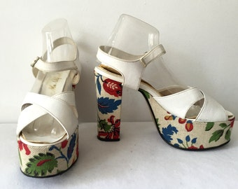 Vintage Rare 70s 1970s Groovy Mega Platforms Heels Shoes White Vinyl Patent Leather Floral Printed Burlap Size 9 Disco