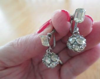 vintage costume jewelry  /  rhinestone screw back earrings