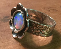 Vintage Native American Style Designer Size 6 Sterling Silver and Foil Opal Flower Motif Ring