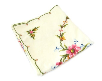 Vintage Cross Stitch Flower Table Runner • Hand Embroidered Floral Dresser Scarf • Vintage 1950s Linen