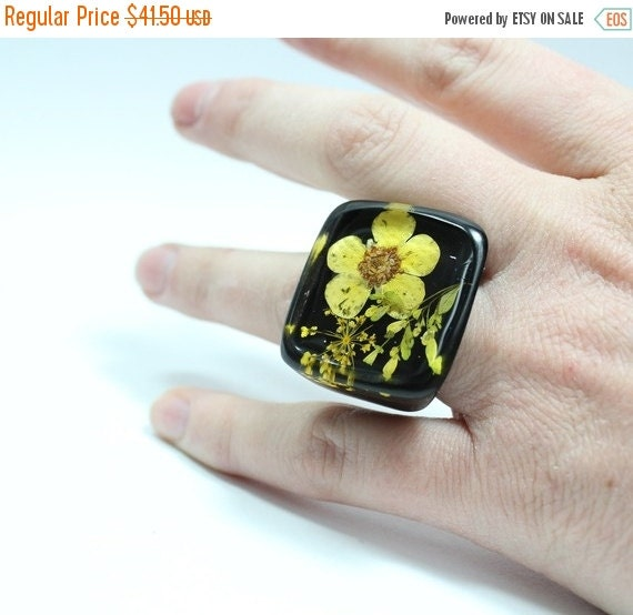 SALE Sz 6.5 Yellow  Petals Resin Ring