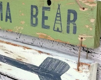 Rustic Mama Bear Sign, Cabin Decor, Gift for Mom, Woodland Decor, Wooden Arrow Sign, Reclaimed Wood Decor, Wall Decoration for Lodge