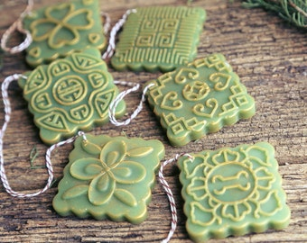 Aroma Ornaments set of 3 or 6 in Orange Fir Aroma. Beeswax decorations, naturally scented. Essential oil diffuser