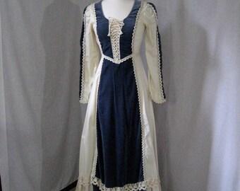 Vintage Gunne Sax. Renaissance. Corset top. Ecru cotton Macrame lace Blue velvet. XS. Hippie Boho Gypsy Festival Wedding
