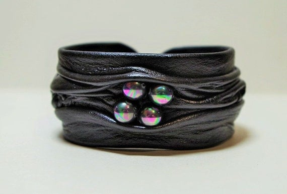 Black leather bracelet with black pearl.  Adjustable genuine leather bracelet.
