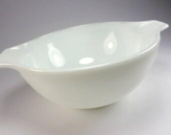 PYREX Opal White Cinderella Mixing Bowl, 442, 1 1/2 Quart, 1970's, Baking, Kitchenwares, Replacement