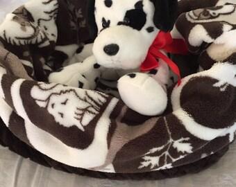 "Dog or Cat  Snuggle Bed 18"" X 18""  Premium Safari Minky Fleece and Faux Fur, small"