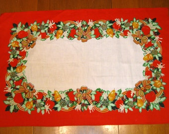 Christmas Vintage Towel,  Tray Liner, Place mat Collectible, Linen, Excellent vintage condition!