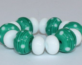 """Handmade Lampwork Beads, 14 Pieces """"Emerald and White"""", Size about 8.3 to 11.3 mm"""