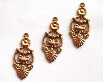 3 Vintage Victorian Fleur de Lis Pendants / Art Nouveau Brass Floral Pendant Stampings // 1970s Brass // 60s 70s NOS Jewellry Supply