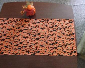 Jolly Jack 'O Lanterns Halloween Table Runner