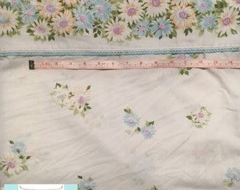 Full Vintage Flat Sheet with Daisies