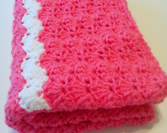 crochet / baby blanket / coral / tropical pink / stoller / travel blanket
