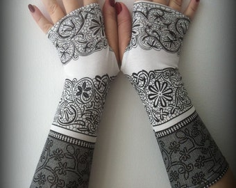 Black   fingerless gloves with black and white pattern
